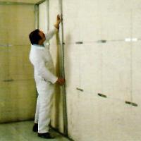Suva gradnja - montiranje distancera na zid