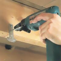 suva-gradnja-srafljenje-drzaca-na-drvenu-konstrukciju