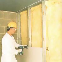 suva-gradnja-unutrasnja-termoizolacija-fasadnog-zida-montiranje-gips-karton-ploca-preko-mineralne-vune-i-parne-brane